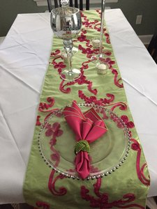 Brand New Lime And Fuchsia Table Runners Set Of 10