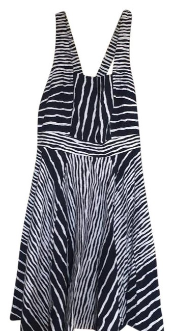 Item - Navy Blue/ White And Knee Length Short Casual Dress Size 6 (S)