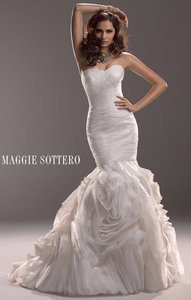 Maggie Sottero Ivory Tulle 3mn770 Traditional Wedding Dress Size 10 (M)