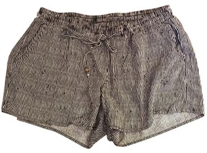 Old Navy Mini/Short Shorts Black and white