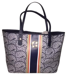 C. Wonder Tote in Navy