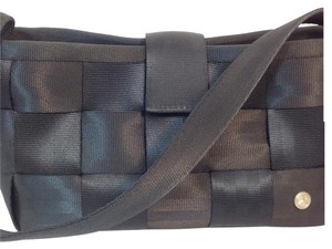 Harveys sale up to 90 off at tradesy for Mercedes benz seat belt purse