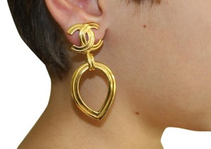 Chanel Auth.Vintage Chanel Clipped On Earring Gold Plated