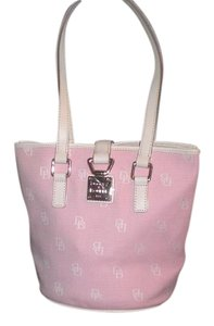 Dooney & Bourke Tote in pink/ Ivory