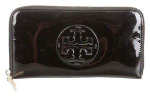 Tory Burch TORY BURCH LOGO PATENT LEATHER CONTINENTAL WALLET