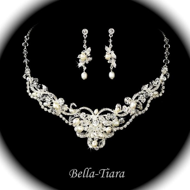 Item - Silver Creamy Pearl Enchanting and Crystal Necklace Jewelry Set