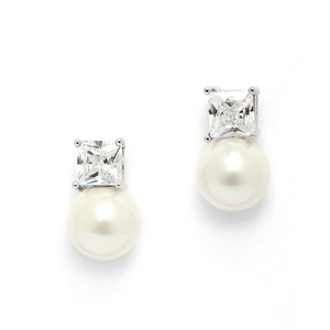 Mariell Princess Cut Cz Stud Bridal Earrings With Bold Soft Cream Pearl 4489e-i-s