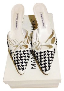 Manolo Blahnik Classic Heels Small Heel Box Bag Black and White Houndstooth Pattern Mules