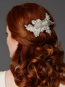 Mariell Sculptured European Ivory Lace Bridal Comb With Crystals And Sequins 4484hc-lti