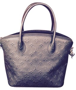 Louis Vuitton Leather Tote in Noir/Black