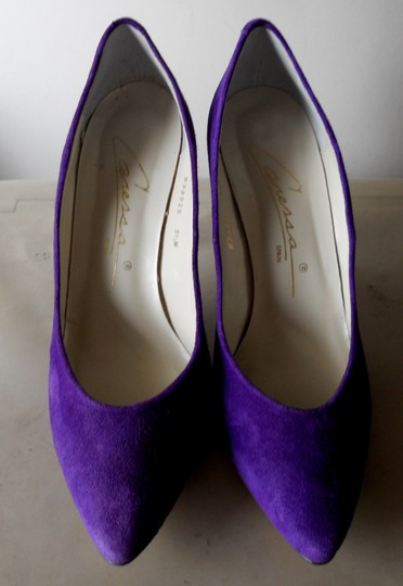 Caressa Bold Color Super Comfortable Suede Leather PURPLE Pumps Image 1