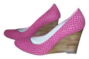 Max Studio Brand New Pink Wedges