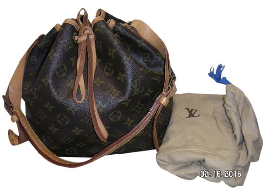 Preload https://item4.tradesy.com/images/louis-vuitton-pm-noe-drawstring-dust-canvasleather-shoulder-bag-1822173-0-0.jpg?width=440&height=440