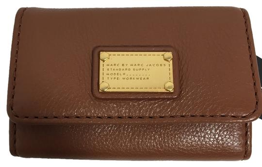 Preload https://item2.tradesy.com/images/marc-by-marc-jacobs-cinnamon-stick-classic-q-key-case-1822281-0-0.jpg?width=440&height=440
