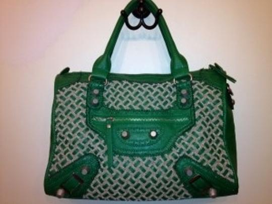 Preload https://item1.tradesy.com/images/nicole-lee-green-leather-satchel-182235-0-0.jpg?width=440&height=440