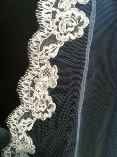 Bel Aire Bridal Ivory Medium Lace Bridal Veil