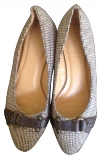 Preload https://img-static.tradesy.com/item/182271/banana-republic-neutral-houndstooth-buckle-flats-size-us-7-0-0-540-540.jpg