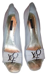 Louis Vuitton beige linen Pumps