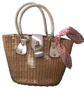 Guess Tote in Natural