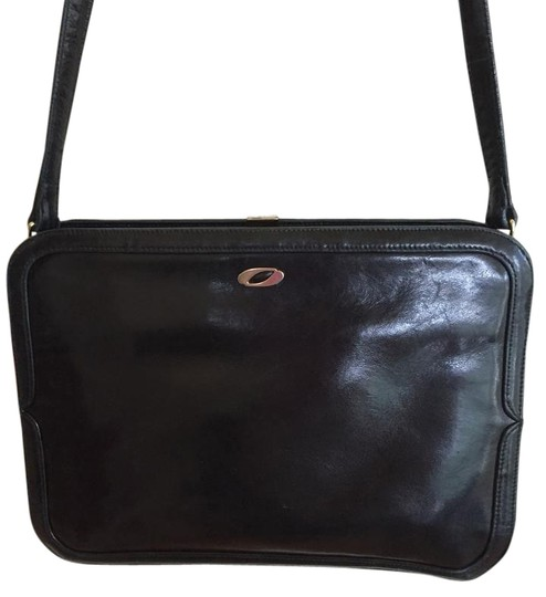 Preload https://img-static.tradesy.com/item/18230374/black-leather-shoulder-bag-0-1-540-540.jpg