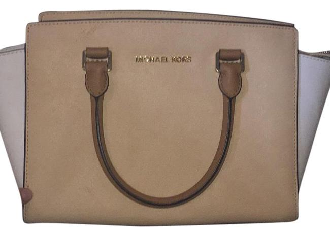 Item - White/Taupe Leather Baguette