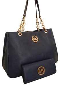 Michael Kors Fulton Chain Wallet Included Leather Tote in Navy