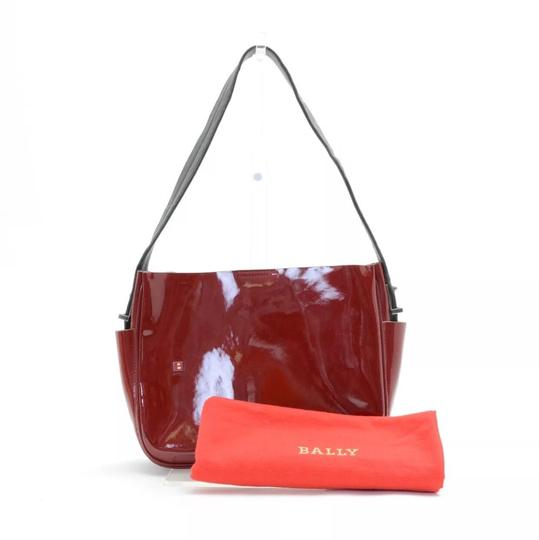 Preload https://img-static.tradesy.com/item/18236941/bally-vintage-shiny-silver-logos-red-leather-shoulder-bag-0-3-540-540.jpg