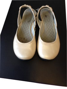 Privo This Leather Is Not Matte Cream with a little sheen Flats
