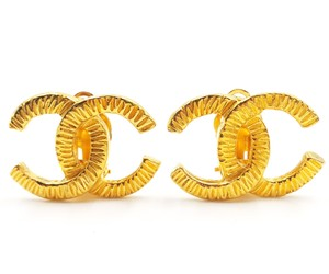 Chanel Chanel Vintage Gold Plated CC Scratchy Clip on Earrings