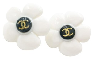 Chanel Authentic Vintage Rare Chanel White Resin Flower CC Clip on Earrings