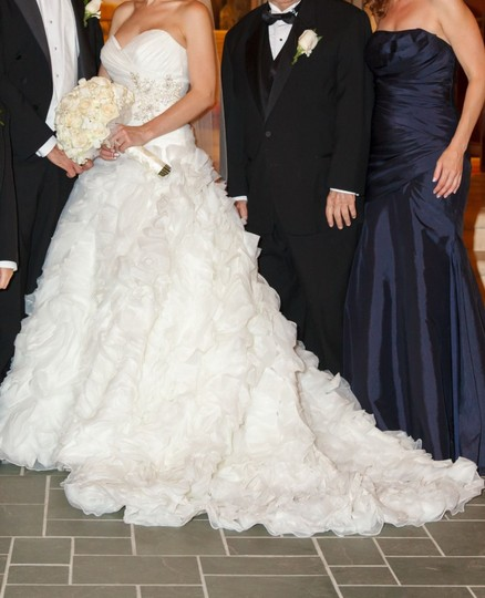 Allure Bridals Ivory Organza Style #8950 Formal Wedding Dress Size 4 (S) Image 3