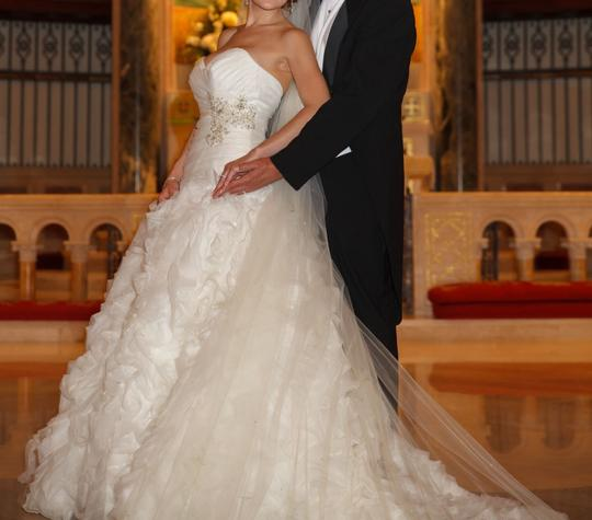 Allure Bridals Ivory Organza Style #8950 Formal Wedding Dress Size 4 (S) Image 4