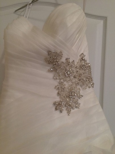 Allure Bridals Ivory Organza Style #8950 Formal Wedding Dress Size 4 (S) Image 5