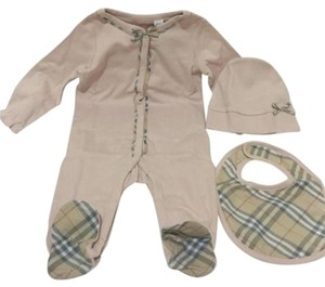 Burberry Burberry Girls Footie, Hat and Bib Set Size: 9 Months