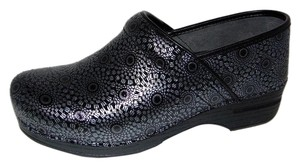 Dansko So Cute Professional Clogs Blacksilver Medallion Leather Nw Black Flats