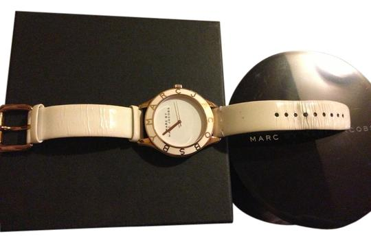 Preload https://img-static.tradesy.com/item/1826320/marc-jacobs-white-with-rose-gold-hand-watch-0-0-540-540.jpg