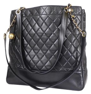 Chanel Classic Lambskin Tote in Black