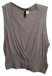 H&M Sweater Sweaters Comfortable Comfy Crop Crops Shirt Shirts V-neck Button Buttoned Buttons Vest