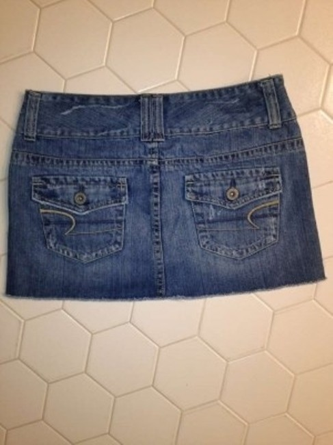 American Eagle Outfitters Jean Size 4 Distressed Mini Skirt Medium Blue