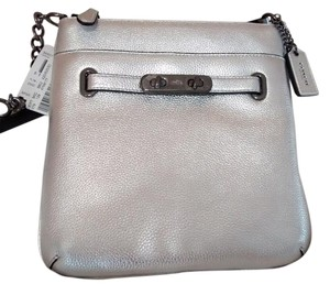Coach Double Turn Lock Swingpack Urban Swagger Plush Pebble Leather Versatile Design Cross Body Bag