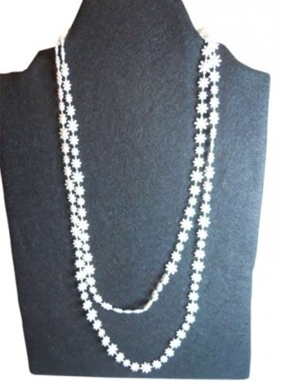 Preload https://img-static.tradesy.com/item/182891/sarah-coventry-white-vintage-daisy-necklace-0-0-540-540.jpg
