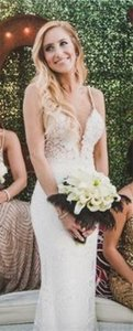 Lace Low Back Low Neckline Vertical Lace (brand New Never Worn) Wedding Dress