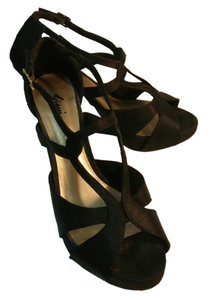 Fioni Dancing Party Black Pumps