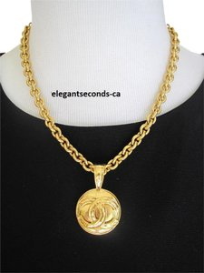 Chanel SALE!!! Auth.Vintage Chanel CC logo Medallion Gold Necklace