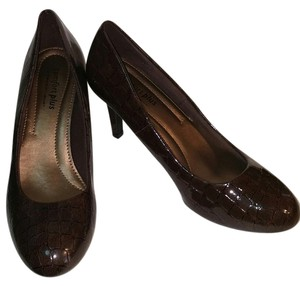 Predictions Office Brown Pumps