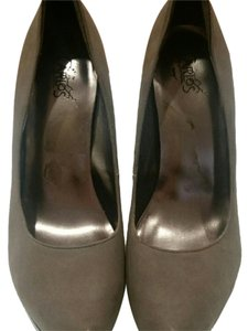 Carlos by Carlos Santana Grey Pumps