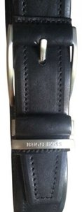Hugo Boss Italian-crafted leather belt 36