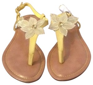 Via Pinky collection yellow Sandals