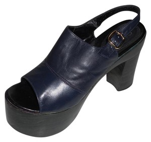 Attilio Giusti Leombruni Vintage Excellent Condition NAVY BLUE Platforms