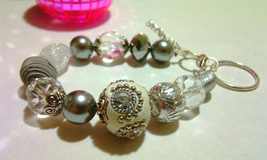 Preload https://item1.tradesy.com/images/white-silver-pearl-crystal-beaded-bracelet-chunky-bridesmaid-gift-favor-bracelet-glass-jewelry-set-1833290-0-0.jpg?width=440&height=440